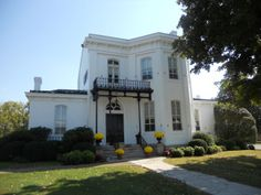 Blythewood, a historic site in Columbia, Tennessee, will be on the Maury Christmas tour Antebellum Homes, Historical Sites, House Tours, Tennessee, Columbia, Mansions, House Styles, Christmas, Home Decor