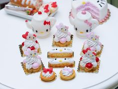 Hello Kitty St Honoré Red Miniature French por ParisMiniatures
