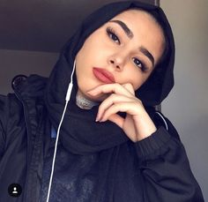 Beautiful Women | Beautyspo | Instagram asma_you | Makeup | Outfit| modest Muslimah