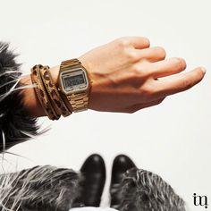 Vrijdag, zwart en goud van top tot teen! Mooi gouden vintage horloge met fashionable bont jasje. Super stylish! www.miinto.nl #miinto #miintonl www.miinto.nl