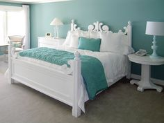 Cottage. White and turquoise.