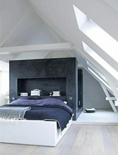 Attic Bedroom where the bed is the main central piece Bedroom Loft, Dream Bedroom, Home Bedroom, Master Bedroom, Modern Bedroom, Minimal Bedroom, Loft Room, Attic Design, Suites
