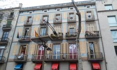 Ehy there is a woman on that balcony! - La Rambla