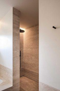 Like the cove lighting for shower recess. BC House by Dieter Vander Velpen Architects Modern Shower, Modern Bathroom, Bathroom Spa, Small Bathroom, Master Bathroom, Home Interior, Bathroom Interior, Travertine Bathroom, Shower Fittings