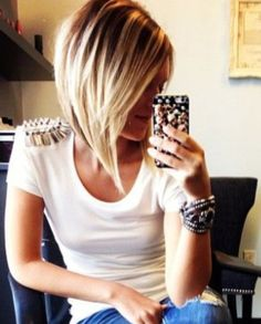 Inspiration discovered by Brittany Beverly. Short hair cut @bloomdotcom