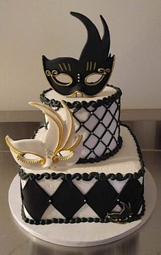 We will give you various cake design ideas for your reference Masquerade Party Cake, Masquerade Party Decorations, Sweet 16 Masquerade, Masquerade Wedding, Venetian Masquerade, Venetian Masks, Beautiful Cakes, Amazing Cakes, Sweet 16 Birthday