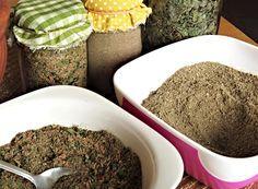 Houbový prášek jako koření - směsi koření z houbového prášku Korn, Pesto, Spices, Breakfast, Ethnic Recipes, Desserts, Halloween, Syrup, Morning Coffee