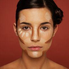 Si tu vas a maquillarte en esa #noche especial. Te compartimos 15 #errores de #maquillaje que debes evitar.