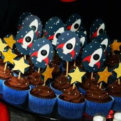 festa astronauta - Google Search First Birthday Parties, Boy Birthday, First Birthdays, Nasa Party, Rocket Ship Party, Space Baby Shower, You Are My Moon, Astronaut Party, Outer Space Party