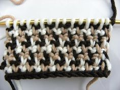 Tunisian Crochet - Farbenspiele (IN GERMAN - If you are familiar with Tunisian Crochet you can watch this video to learn this stitch... The video is very good... Deb)
