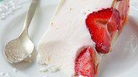 Zrób samodzielnie sernik na zimno z truskawkami i białą czekoladą  #Sernik #Food #Desery #Truskawki