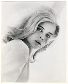 Promo photo of Lolita actress Sue lyon from 1967 Hollywood Glamour, Classic Hollywood, Old Hollywood, Stanley Kubrick, Classic Beauty, Timeless Beauty, Young Celebrities, Celebs, Hollywood Celebrities