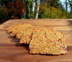 Rainbow Vegetable Flax Seed Crackers ~ These are my favorite flax crackers. Healthy Crackers, Gluten Free Crackers, Homemade Crackers, Vegan Foods, Vegan Snacks, Healthy Snacks, Healthy Eats, Raw Food Recipes, Snack Recipes