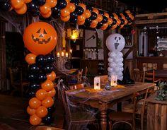 Halloween Party Snacks, Easy Halloween Decorations, Toddler Halloween, Halloween Birthday, Christmas Balloons, Halloween Balloons, Balloon Decorations Without Helium, Holidays, Balloon Ideas