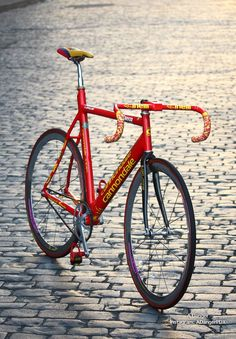 Learning to ride a bike is no big deal. Learning the best ways to keep your bike from breaking down can be just as simple. Cycling Art, Cycling Bikes, Cool Bicycles, Cool Bikes, Cannondale Bikes, Classic Road Bike, Bicycle Types, Baby Bike, Urban Bike