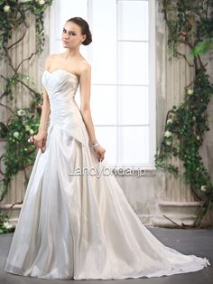 Aラインウェディングドレス ハートネック タフタ アイボリー B11038