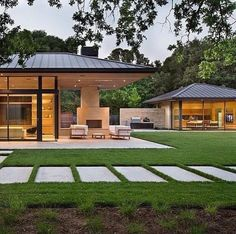 A contemporary residence and pool house has been newly designed by San Francisco-based Arcanum Architecture in the quaint town of Woodside, California. Glass House Design, Modern House Design, Modern Farmhouse, Farmhouse Style, Woodside Homes, Modern Lake House, Design Exterior, Mediterranean Home Decor, California Homes