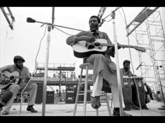 This is the first song played on the Woodstock Festival by Richie Havens. Richie Havens - Handsome Johnny 1969 Woodstock, Woodstock Festival, Woodstock Concert, Richie Havens, Martin Scorsese, Dylan Songs, Patti Page, Monterey Pop Festival, Ville New York