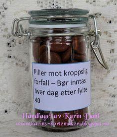 Karins-kortemakeri: Førstehjelpskoffert til mann på 40 Jar Gifts, Diy And Crafts, Blog, Hollywood, Smile, Pictures, Gift Jars