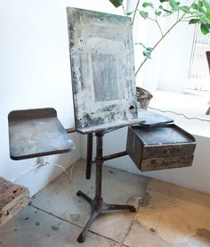 Antique easel-This is so cool! I wonder how many pieces of art were created on top of this easel. My Art Studio, Painting Studio, Art Easel, Studio Organization, Art Studios, Decoration, Creative, Inspiration, Design