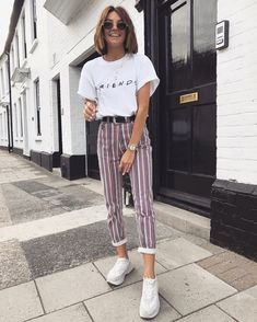 Look vintage avec jeans rayés tendances mode printemps – Beste Outfit-Ideen Mode Outfits, Trendy Outfits, Fashion Outfits, Fashion Ideas, Womens Fashion, 80s Style Outfits, Pacsun Outfits, Cochella Outfits, Glamorous Outfits