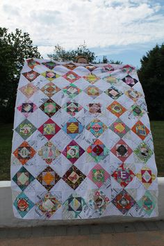 When I saw t his quilt  on Flickr I had one of those 'I have to make' moments and I 'favourited' it immediately. I believe some people call ...