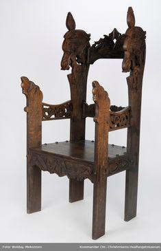 Utskjæringer i dragestil Carpentry, Vikings, Bookends, Table, Woodcarving, Furniture, Workshop, Chairs, Home Decor