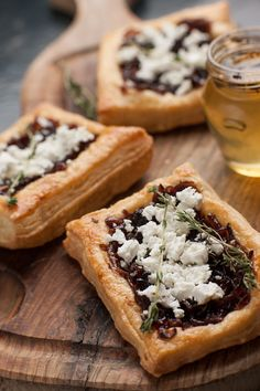 Caramelised Onion and Goats Cheese Tart 17 Glorious Puff Pastry Recipes You Need In Your Life Puff Pastry Recipes Savory, Savory Tart, Tart Recipes, Appetizer Recipes, Sweet Recipes, Cooking Recipes, Appetizers, Recipes Dinner, Lunch Recipes