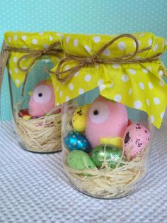 jar with chocolate eggs & bird brooches Brooches, Eggs, Gift Wrapping, Jar, Easter, Diy Crafts, Chocolate, Christmas Ornaments, Holiday Decor