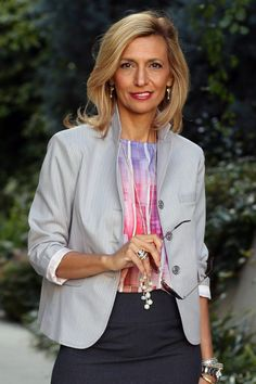 Take A Look At Our Savannah Stripe Blazer Styled Two Ways, with a pencil skirt for work or some white jeans for play Mature Fashion, Fashion Tips For Women, 50 Fashion, Womens Fashion, Striped Jacket, Striped Blazer, Medium Thin Hair, Pencil Skirt Work, Dressy Skirts