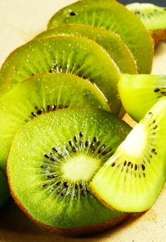 10 foods that fight belly fat -  Kiwi Craving something sweet? This fruit -- along with colorful radishes, tomatoes, and carrots -- contains arabinogalactans, a plant-based fiber and prebiotic that feeds the friendly bacteria that help your metabolism function optimally. The fiber also kills E. coli and klebsiella -- two types of bad bacteria associated with carrying excess weight, Kellman says. Chop kiwi into grilled chicken salads or puree into smoothies for a colorful and sweet kick.