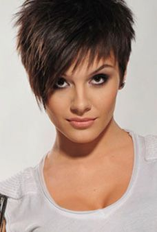 Short spikey pixie hair style | https://s-media-cache-ak0.pinimg.com/originals/92/18/4c/92184c5e936525544852cabf0aa3a478.jpg