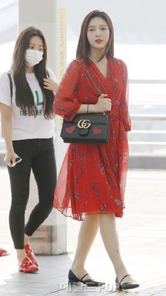 Joy-Redvelvet 180622 Incheon Airport to New York Kpop Girl Groups, Korean Girl Groups, Kpop Girls, Extended Play, Seulgi, Casual Outfits, Fashion Outfits, Womens Fashion, Red Velvet Joy