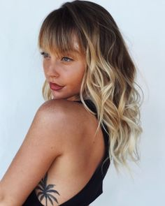 Womens Layered And Banged Cut With Messy Boho Chic Waves And Sun - messy hairstyles blonde messy hairstyles  lazy girl | messy hairstyles  videos | romantic messy hairstyles | messy hairstyles  asian | messy hairstyles  medium #hairstyles #blonde #messyhairstyles Bangs And Balayage, Natural Blonde Balayage, Balayage Straight Hair, Brown Blonde Hair, Golden Blonde, Balayage Highlights, Curly Hair With Bangs, Long Wavy Hair, Curly Hair Styles