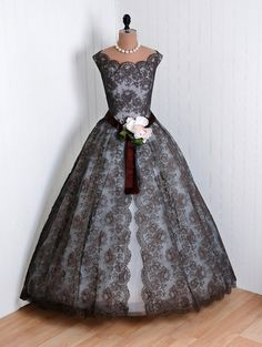 What a stunning evening gown from the 1950s!