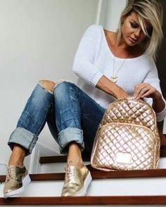 Oxford flatform e mochila dourada - look denize sperafico Sneakers Outfit Casual, Oxford Shoes Outfit, Casual Outfits, Dress Shoes, Jeans Con Tennis, Boho Fashion, Fashion Outfits, Fashion Trends, Classy Fashion