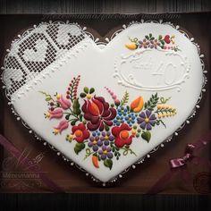 #hungarian #folk #royalicing #mezesmanna #flowers #colorful #flower #lace #handmade #heart #iloveit #gift #szív #színes #mézeskalács #gingerbread #instagram #instadaily #instaart #hímzés #csipke
