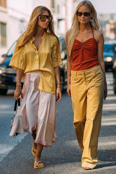 It's been awhile since I've posted any street style posts here but leave it to the individualistic and effortless style of the Scandi set at Copenhagen Fashion Week to invigorate my love of street style… Fashion Now, Luxury Fashion, Womens Fashion, Style Fashion, Garance, Dressing, Scandinavian Fashion, Copenhagen Fashion Week, Style Casual