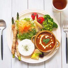 uka_ai : こんにちは˙ᵕ˙⑅ * 今日のお昼ごはん🍴 * 無印のバターチキンカレーでワンプレートごはん🍛🥄 久しぶりに食べる大好きな無印のバターチキンカレー゚。*♡ なんでこんなに美味しいの~ 一口食べて「美味しすぎる~」って叫んじゃったよね笑 あんまりカレーが好きじゃない私🙅 でも、無印のカレーは大好き゚。*♡ だって美味しいもん♡ お腹いっぱい! ごちそうさまでした🙏 * #ブランチ#朝時間#テーブルコーディネート#お昼ごはん#朝食#カレー#ワンプレート#ワンプレートごはん#おうちごはん#うちごはん#おうちカフェ#うちカフェ#無印#つくおき#作り置きおかず#常備菜#とりあえず野菜食#やさ活#クッキングラム#デリスタグラマー#料理好きな人と繋がりたい#ルクルーゼ#クチポール#lunch#delimia#lin_stagrammer#delistagrammer#aiのワンプレートごはん#料理記録#バターチキンカレー For Your Health, Health And Wellness, Bento Kids, Food Plating, Ramen, Camembert Cheese, Brunch, Food And Drink, Plates
