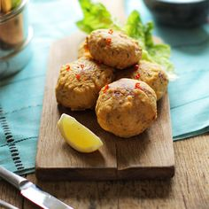 Spicy potato cakes coated in a flavor packed chickpea batter & fried till golden. Perfect as a snack or served as a side. Indian Food Recipes, New Recipes, Favorite Recipes, Ethnic Recipes, Aloo Tikki Recipe, Kachumber Salad, Lamb Kebabs, Oil For Deep Frying, Indian Street Food