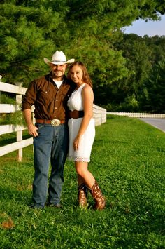 Cute country engagement pics