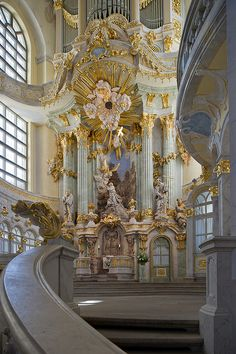 Baroque architecture inside Frauenkirche, Dresden, Germany (by Xavier de Jauréguiberry).