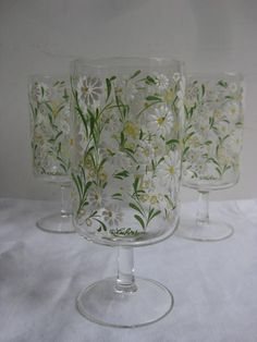 vintage Daisy glasses Daisy Flowers, Flower Pots, Vintage Dishes, Vintage Kitchen, Daisy Head Mayzie, April Birth Flower, Daisy Patches, Daisy Hill, Antique Stove