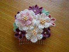 コームタイプの髪飾り Ribbon Art, Diy Ribbon, Fabric Ribbon, Cloth Flowers, Faux Flowers, Fabric Flowers, Japanese Flowers, Kanzashi Flowers, Hair Decorations