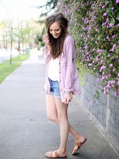 Perfect spring and summer look. || Button down, jean shorts and sandals.