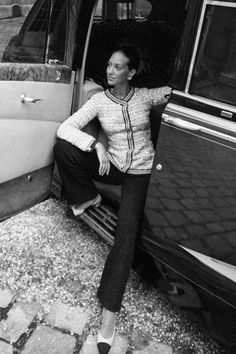 Vintage Chanel Suit. Still looks amazing!  Marisa Berenson, grand daughter of the couturier Elsa Schiaparelli.