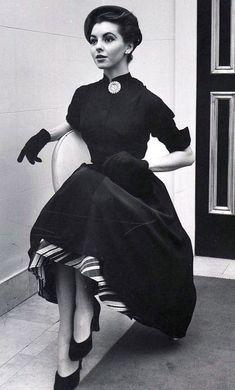 Vintage Glamour, Vintage Beauty, Retro Vintage, Vintage Models, Vintage Style, 1950s Style, Vintage Outfits, Vintage Dresses, 1950s Dresses