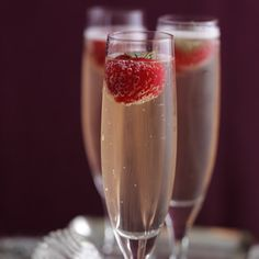 Strawberry Champagne Cocktails - Easy Cocktail Recipes & Drinks INGREDIENTS 6 strawberries Few drops of angostura bitters 6 teaspoons brandy 7 cl bottle of dry sparkling white wine or champagne, well chilled Beste Cocktails, Wine Cocktails, Easy Cocktails, Summer Cocktails, Cocktail Drinks, Cocktail Recipes, Cocktail Parties, Christmas Cocktails, Cold Drinks