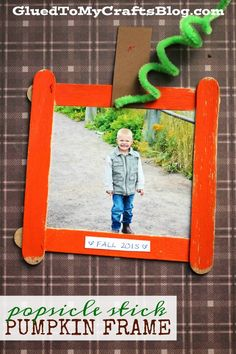 Popsicle Stick Pumpkin Patch Frame – Kid Craft Popsicle Stick Pumpkin Patch Frame - this is a budget friendly kid craft idea to create after you check out your local pumpkin patch this fall season. Crafts For Teens To Make, Halloween Crafts For Kids, Thanksgiving Crafts For Toddlers, Halloween Labels, Halloween Halloween, Vintage Halloween, Halloween Pumpkins, Halloween Decorations, Daycare Crafts