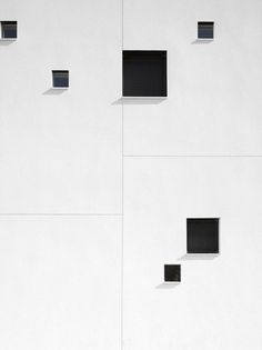 Black and white in architecture Minimal Architecture, Facade Architecture, Amazing Architecture, Contemporary Architecture, Minimalist Photography, White Photography, Building Facade, Box Building, Monochrom